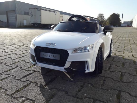 Audi TT White Edition